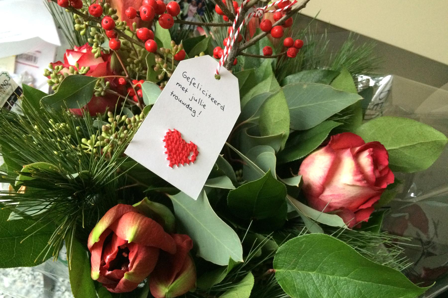 kaartje bij bloemen